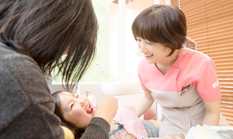 女医と子供の戯れ